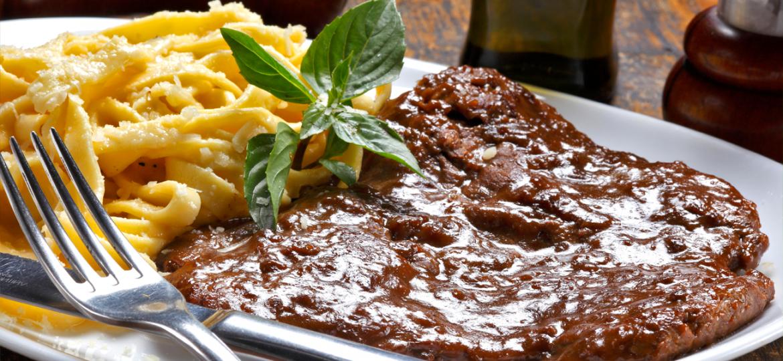 ¡Imperdible! Spaghetti libre de gluten con carne a la parrilla