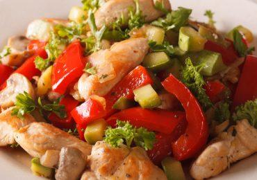 Pollo saltado con vegetales ¡sencillo y delicioso!