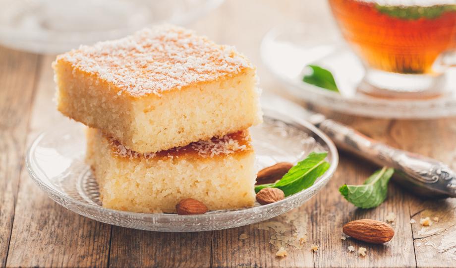 Veamos cómo se prepara una torta de sémola casera