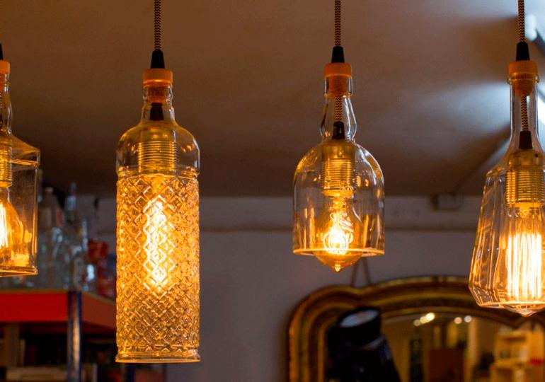 Transforma tus botellas en elegantes lámparas